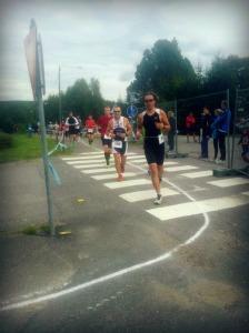 Kiitokset Akille & Caritalle kannustuksesta ja kuvasta juoksuosuudella!